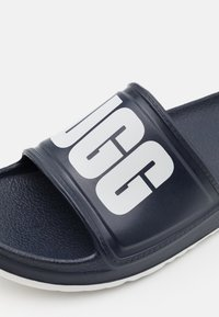 UGG - WILCOX SLIDE - Sandály do bazénu - dark sapphire - 5