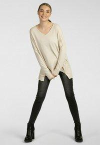 Apart - Pullover - beige - 0