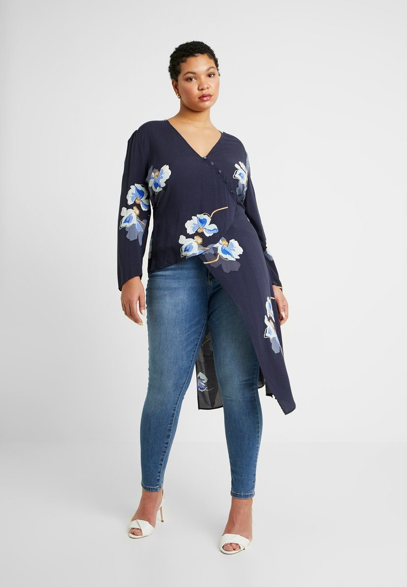 Lost Ink Plus - EXCLUSIVE BUTTON FRONT PRINTED BLOUSE - Blouse - navy