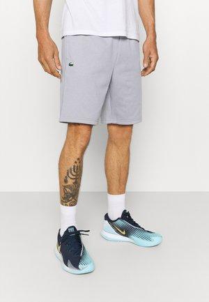 TECH SHORT - kurze Sporthose - silver chine/elephant grey