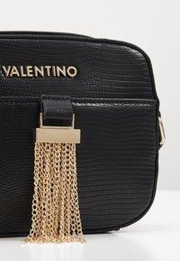 Valentino by Mario Valentino - PICCADILLY - Umhängetasche - nero - 3