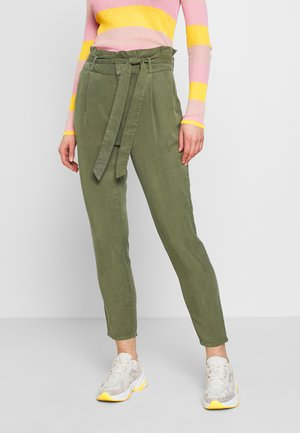 VMEVA PAPERBAG PANT  - Trousers - ivy green