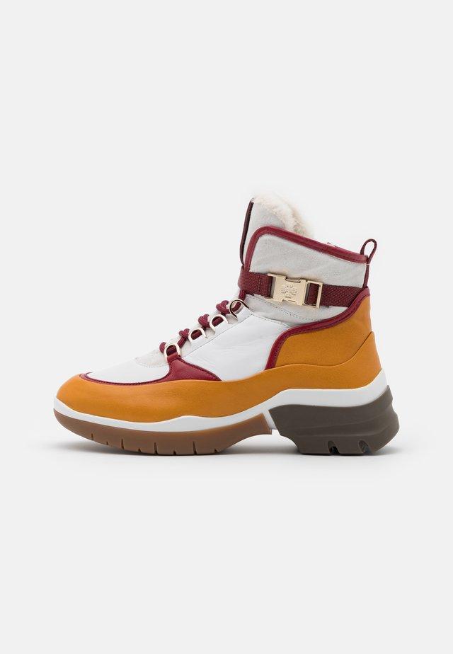 Winter boots - multicolor