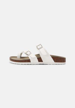 BRYCEEE - Sandály s odděleným palcem - white