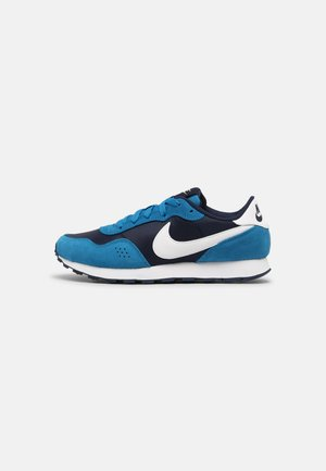 MD VALIANT UNISEX - Trainers - midnight navy/white/imperial blue/melon tint
