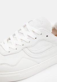 Genesis - SOLEY UNISEX - Sneakersy niskie - offwhite/black - 5