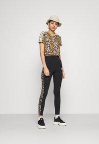 adidas Originals - LEOPARD CROPPED TEE - Print T-shirt - multco/mesa - 1