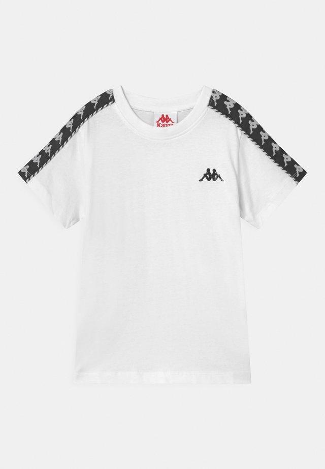 ILYAS UNISEX - T-shirt con stampa - bright white