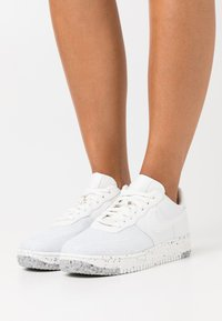 Nike Sportswear - AIR FORCE 1 CRATER - Sneaker low - summit white