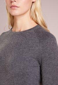 pure cashmere - CLASSIC CREW NECK  - Svetr - graphite - 4