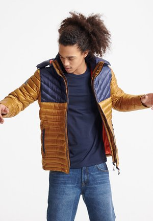 SUPERDRY COLOUR BLOCK FUJI JACKET - Winterjas - golden brown