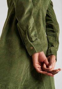 Noisy May Tall - NMLISETTA ZIP DRESS - Vestido informal - olivine - 6
