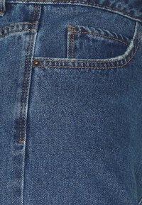 Vero Moda Tall - VMNINETEEN MIX - Shorts di jeans - medium blue denim - 2