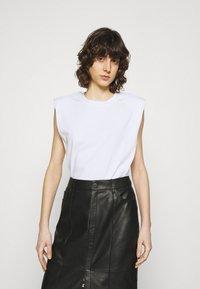 JUST FEMALE - BEIJING  - Basic T-shirt - white - 0