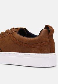Call it Spring - VEGAN CONNER - Sneakers basse - cognac - 4