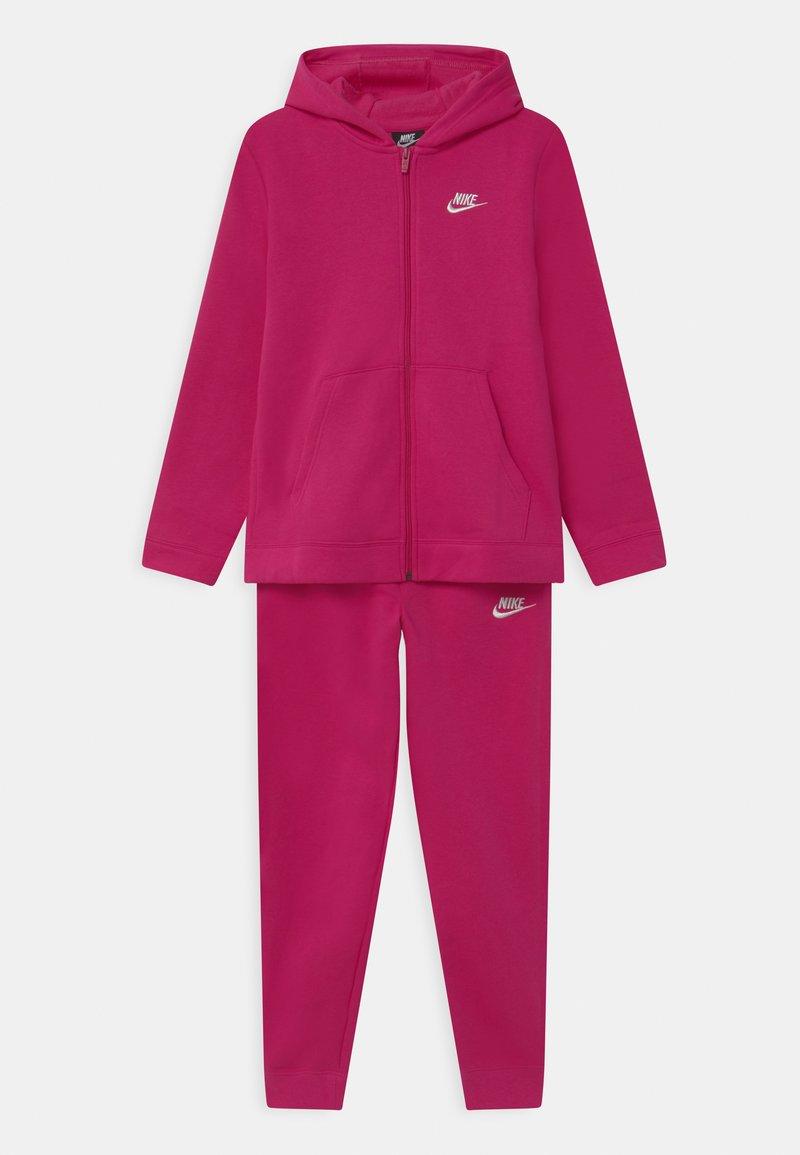 Nike Sportswear - CORE SET - Tracksuit - fireberry/white
