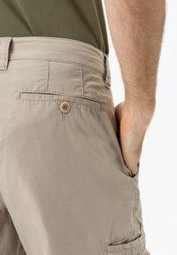 BRAX - STYLE LUCKY - Cargo trousers - beige - 3