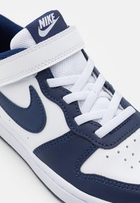 Nike Sportswear - COURT BOROUGH UNISEX - Trainers - white/blue void/signal blue - 5