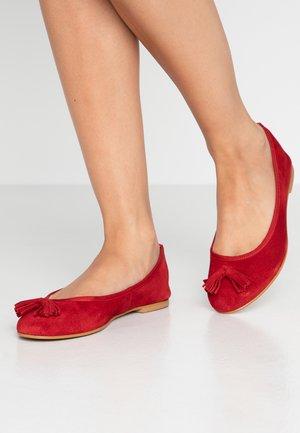 VMFREYA  - Ballerinat - chinese red