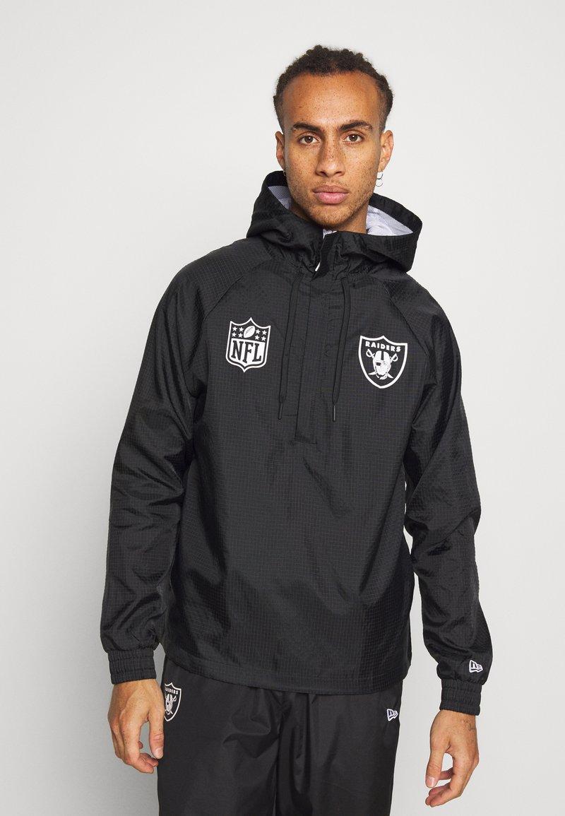 New Era - NFL WINDBREAKER OAKLAND RAIDERS - Klubové oblečení - black