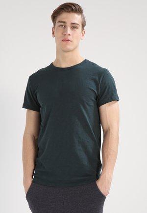 LASSEN  - Basic T-shirt - darkest spruce