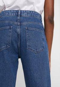 Moss Copenhagen - CRYSTAL - Straight leg jeans - mid blue wash - 3
