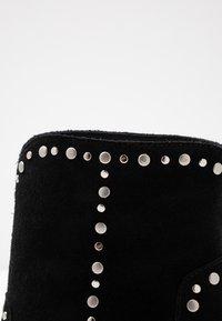 Bibi Lou Wide Fit - Cowboy/biker ankle boot - black - 2