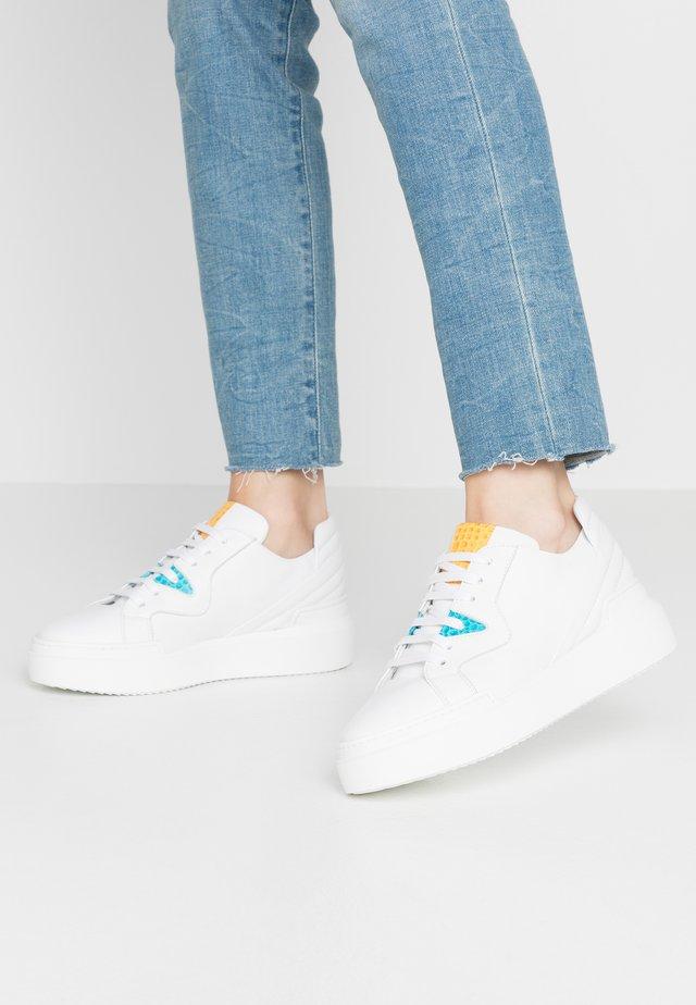 Trainers - bianco/coconilo gialo celeste
