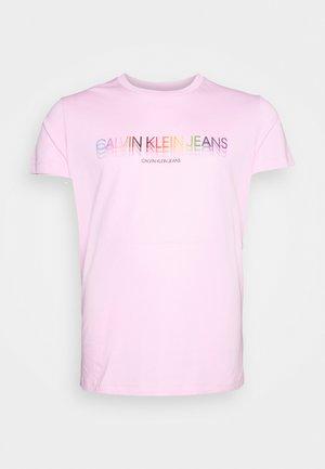 PRIDE LOGO CREW TEE - T-shirt print - sweet lilac