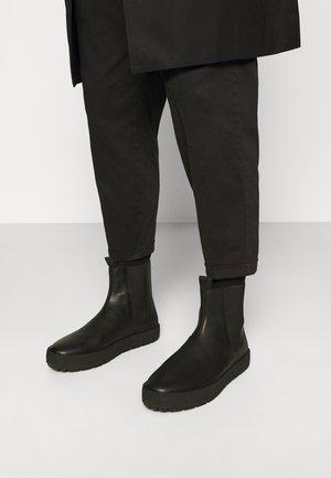 FRED - Nilkkurit - black
