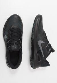 Nike Performance - VARSITY COMPETE TR 3 - Sportovní boty - dark smoke grey/smoke grey/black - 1