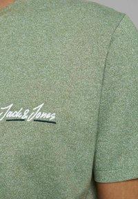 Jack & Jones - JORTONS TEE CREW NECK - Basic T-shirt - sea spray - 4