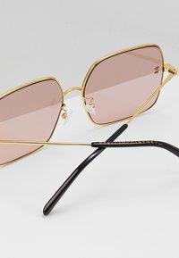 Stella McCartney - Sluneční brýle - gold-colured/pink - 4