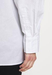 Gestuz - IBBY OVERSIZES - Košile - bright white - 5