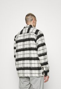 Topman - CHECK FLUFFY - Tunn jacka - black - 2