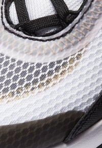 Nike Sportswear - AIR MAX 2090 UNISEX - Tenisky - white/lt arctic pink-black-dark sulfur - 6