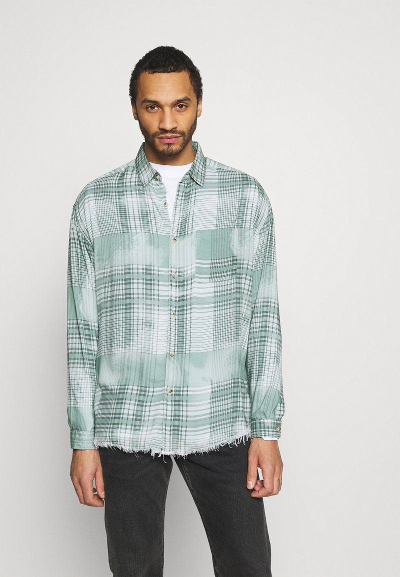 Mennace - FRAYED CHECK SHIRT UNISEX - Button-down blouse - green