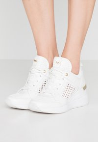 MICHAEL Michael Kors - GEORGIE TRAINER - Joggesko - optic white - 0