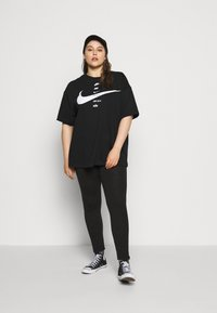 Nike Sportswear - T-shirt con stampa - black/white - 1