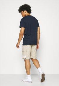 Jack & Jones - JJIROSS JJCARGO - Shorts - pure - 2