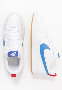 Nike Sportswear - COURT BOROUGH UNISEX - Sneakers basse - white/pacific blue/university red/light brown - 0