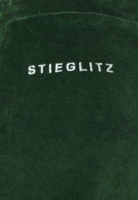 Stieglitz - FOWLER PANTS - Pantalon de survêtement - green - 2