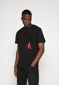 Calvin Klein Jeans - FASHION TEE - Print T-shirt - black - 0
