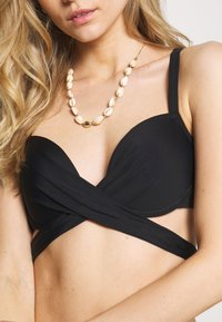 Pour Moi - SPACE FRONT FASTENING WRAP AROUND PADDED UNDERWIRED - Bikini top - black - 5