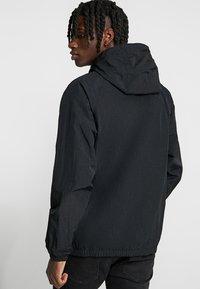 Nike Sportswear - Cortaviento - black/white - 2