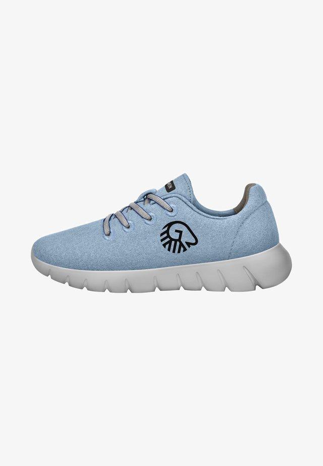 Baskets basses - ciel bleu