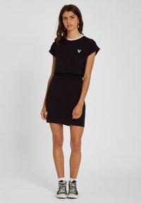 Volcom - SIIYA DRESS - Jersey dress - black - 1