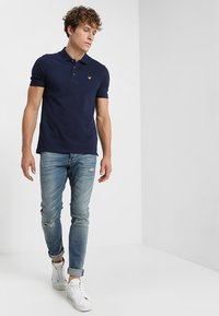 Lyle & Scott - Polotričko - navy - 1