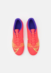 Nike Performance - MERCURIAL VAPOR 14 CLUB IC - Indoor football boots - bright crimson/metallic silver - 3
