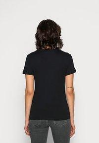 Calvin Klein Jeans - CORE MONOGRAM LOGO - T-shirts med print - black - 2